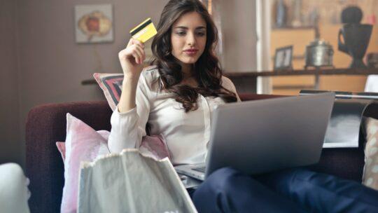 Køb tøj online under coronanedlukningen